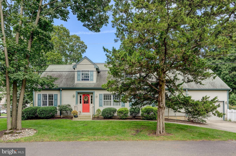 Maison unifamiliale pour l Vente à 315 CREST Avenue Haddon Heights, New Jersey 08035 États-Unis