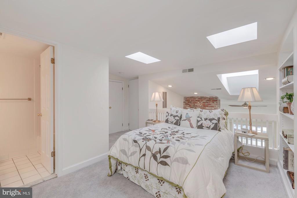 Loft Bedroom/Den - 410 5TH ST NE #32, WASHINGTON