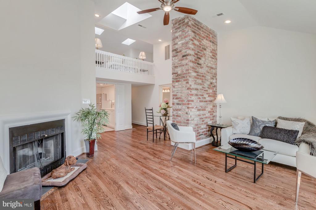 Amazing Architectural Angles - 410 5TH ST NE #32, WASHINGTON