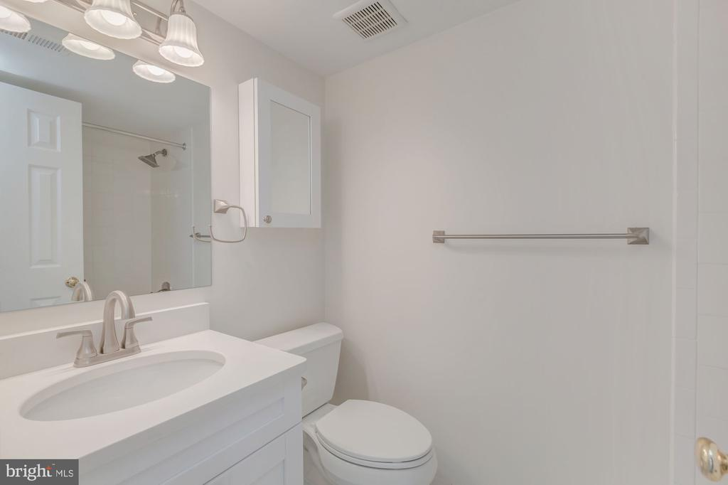 Renovated Second Floor Full Bath - 410 5TH ST NE #32, WASHINGTON