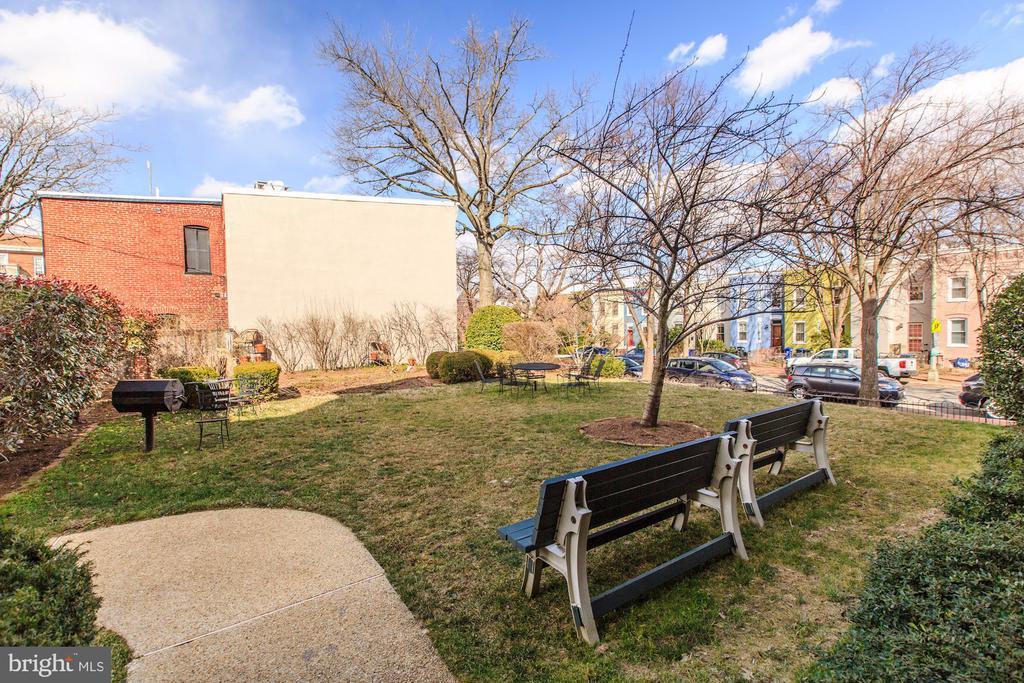 Shared Outdoor Space - 410 5TH ST NE #32, WASHINGTON