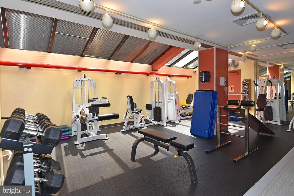 Stay fit with weights and cardio - 1530 KEY BLVD #131, ARLINGTON