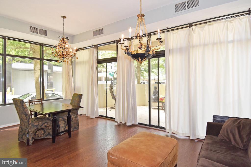 Elegant, light-filled space with amazing windows - 1530 KEY BLVD #131, ARLINGTON