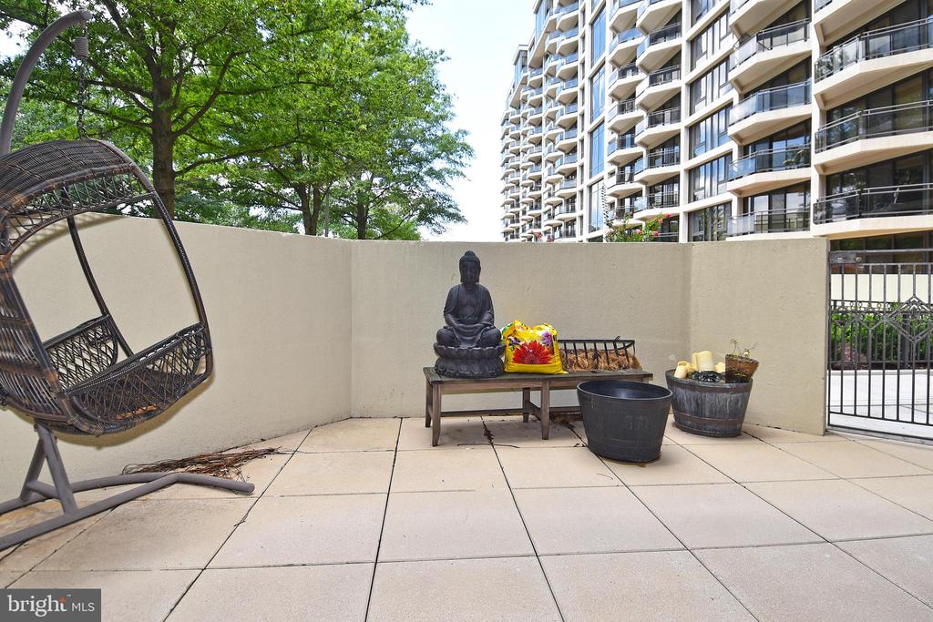 Your patio getaway awaits! Lounge and relax! - 1530 KEY BLVD #131, ARLINGTON