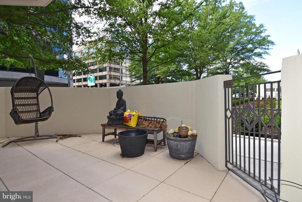 Ample patio space to enjoy! - 1530 KEY BLVD #131, ARLINGTON