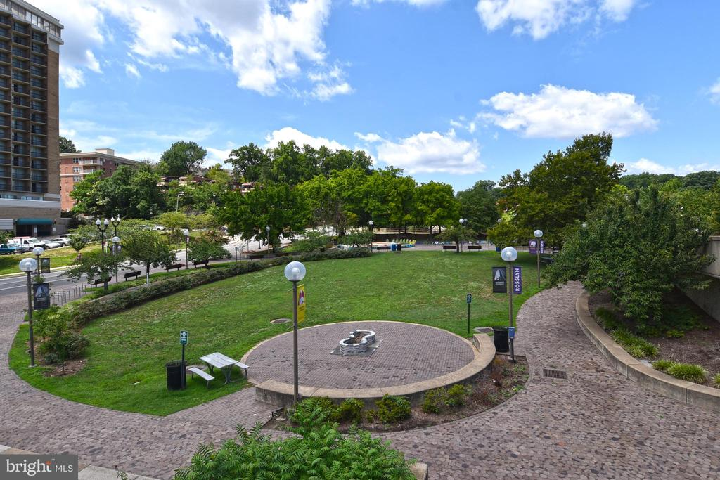 Green space to enjoy - 1530 KEY BLVD #131, ARLINGTON