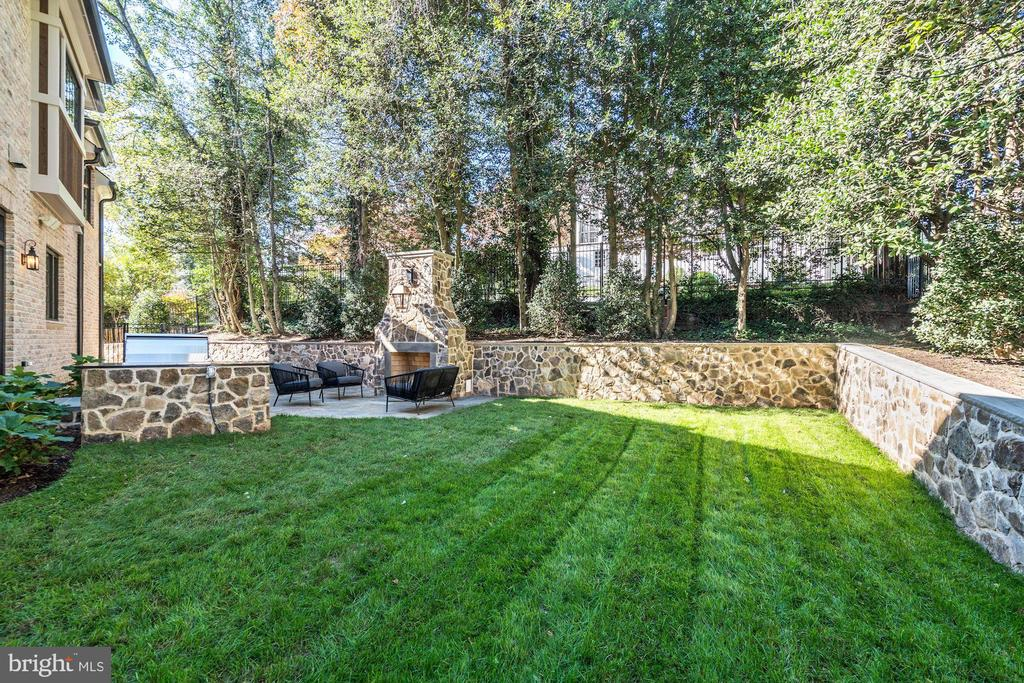 Private Flat Yard - 3200 N ABINGDON ST, ARLINGTON