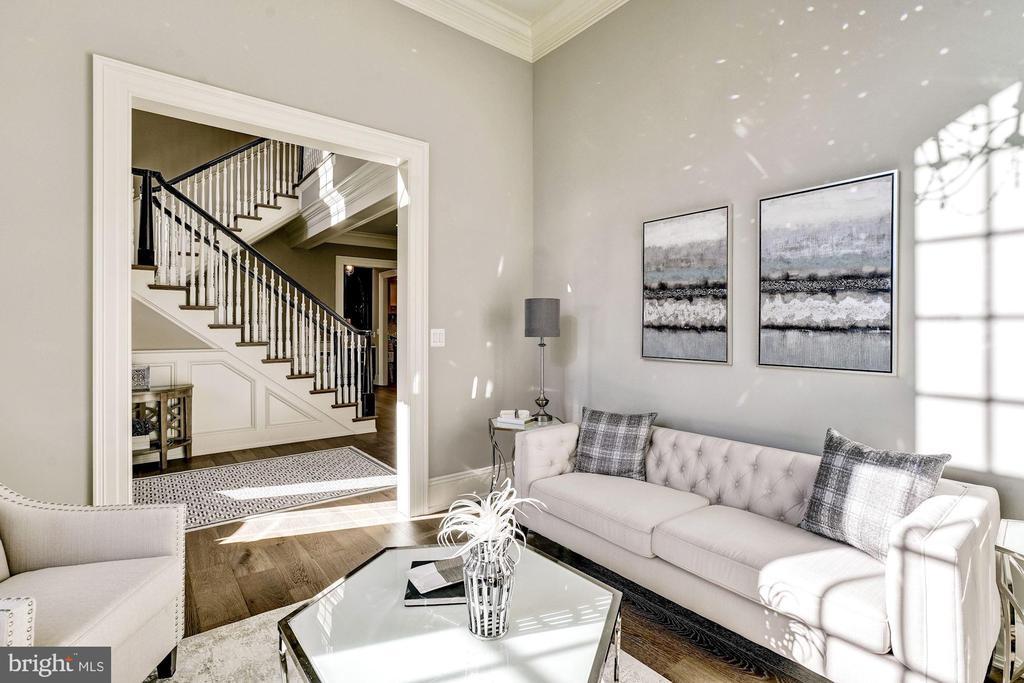 Formal Living room w/ Dramatic 12ft Ceilings - 3200 N ABINGDON ST, ARLINGTON