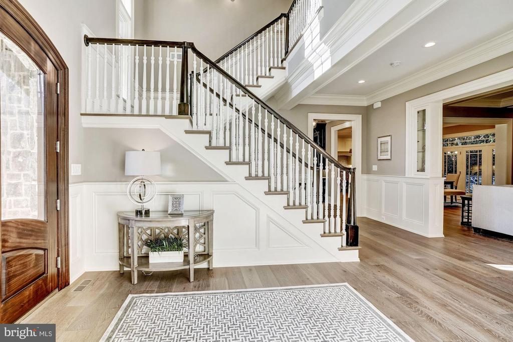 Beautiful Staircase and Open Foyer - 3200 N ABINGDON ST, ARLINGTON