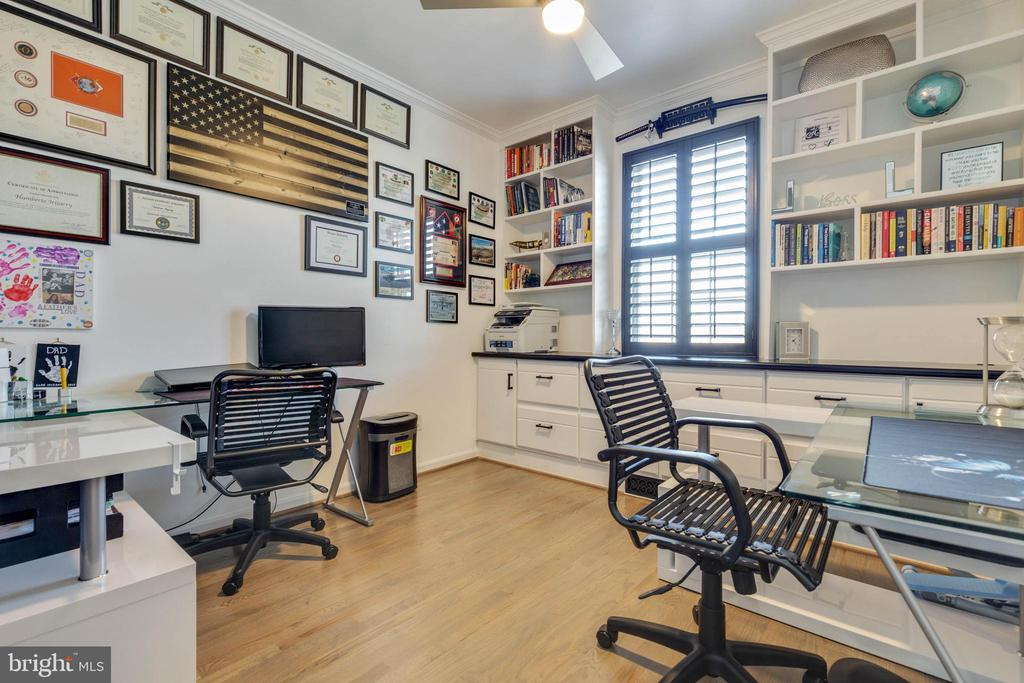 Home Office with Built-ins - 41957 DONNINGTON PL, ASHBURN