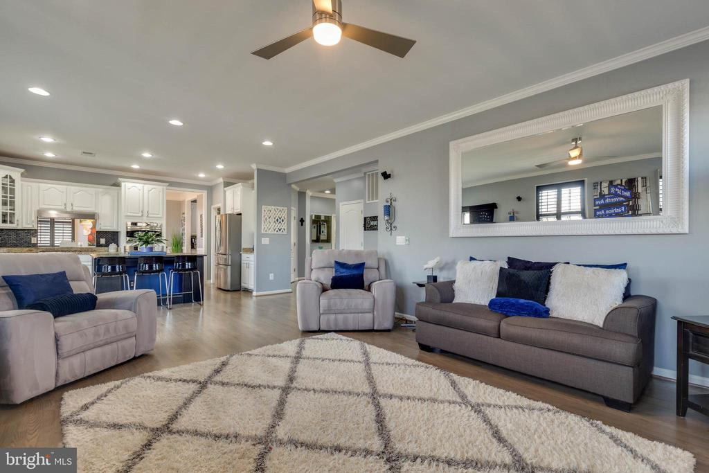 Family Room with Refinished Hardwood Floors - 41957 DONNINGTON PL, ASHBURN