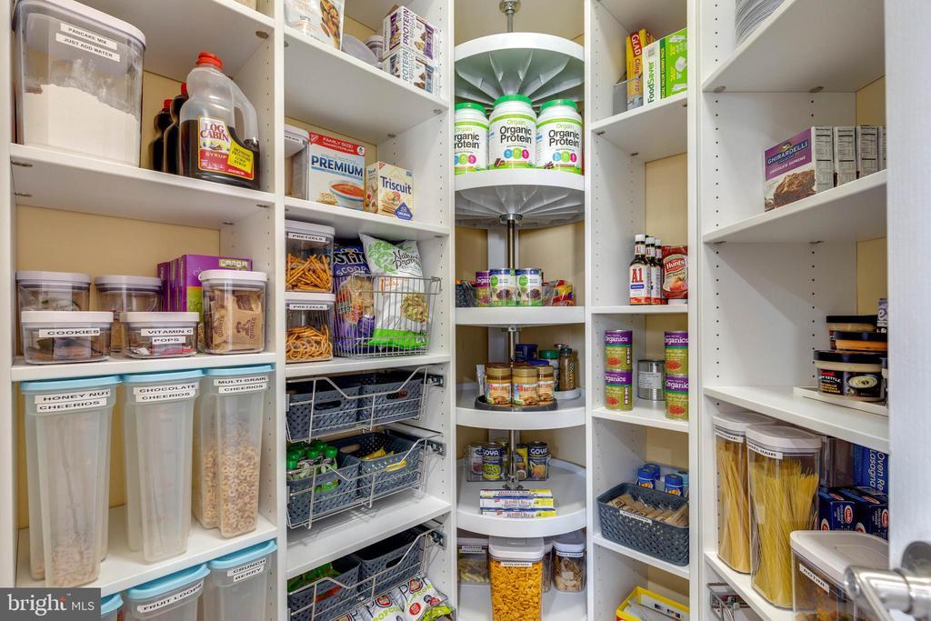 Custom Closet System in the Pantry - 41957 DONNINGTON PL, ASHBURN