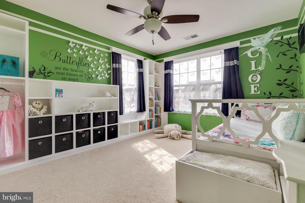 2nd Bedroom with Custom Built-in - 41957 DONNINGTON PL, ASHBURN