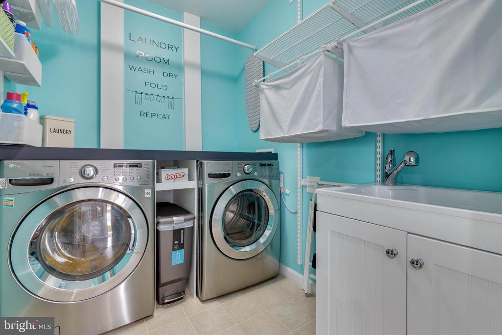 Upper Level Laundry Room - 41957 DONNINGTON PL, ASHBURN