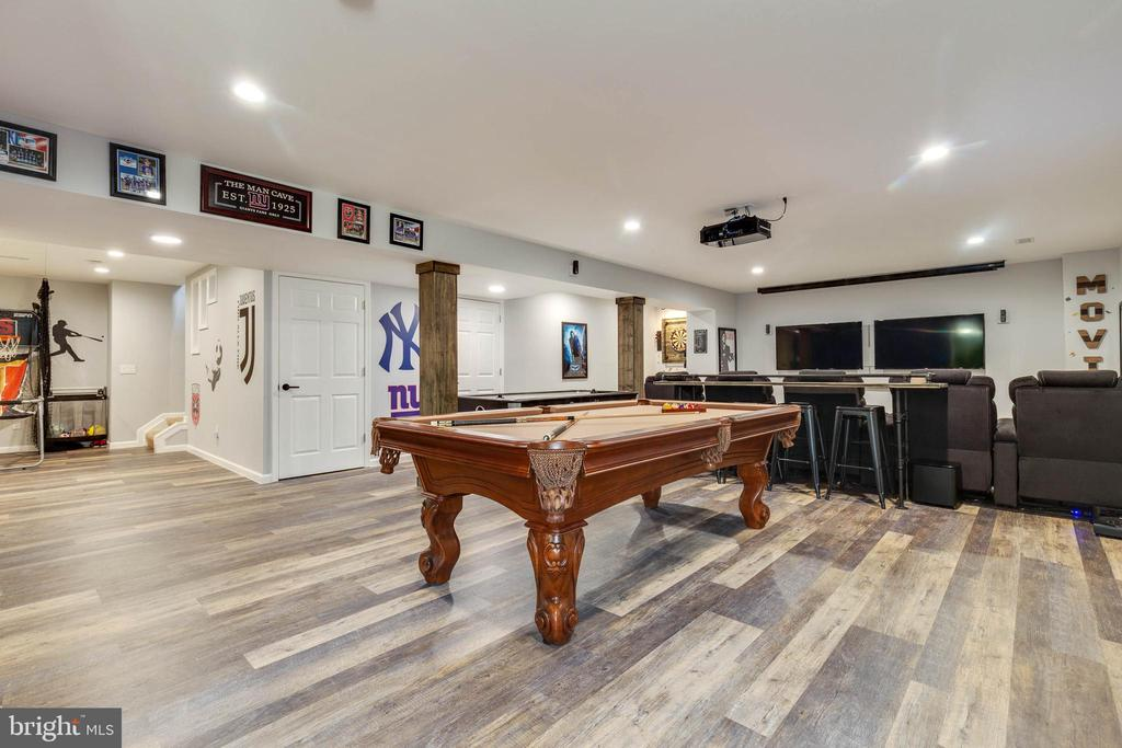 Spacious Rec Room Great for Entertaining - 41957 DONNINGTON PL, ASHBURN