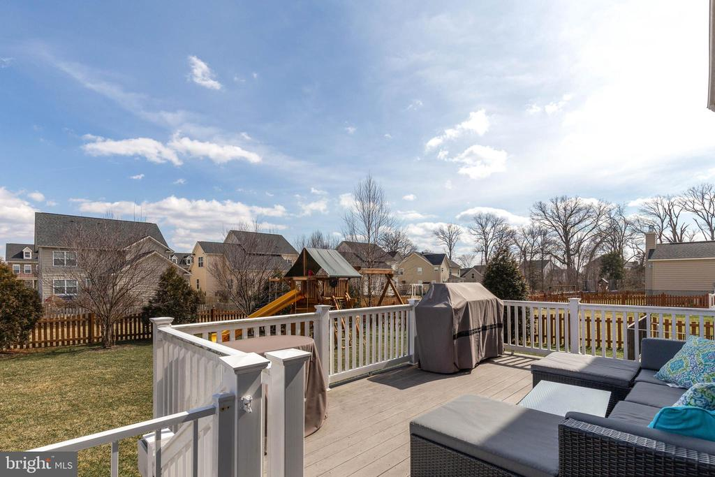 Great Composite Deck - 41957 DONNINGTON PL, ASHBURN