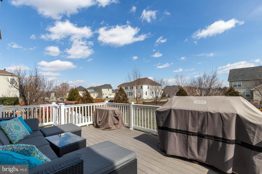 Lovely Composite Deck - 41957 DONNINGTON PL, ASHBURN