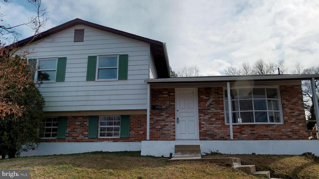 Renovated Split Level - Home Sweet Home - 8807 CRANDALL RD, LANHAM