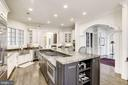 Bright and Open Flow - 6924 RIVER OAKS DR, MCLEAN
