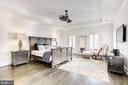 Spacious and bright Master Bedroom - 6924 RIVER OAKS DR, MCLEAN
