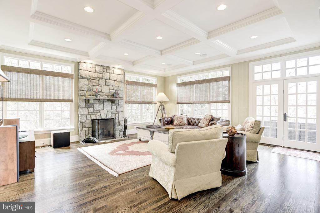Family Room with French Doors to Deck - 6924 RIVER OAKS DR, MCLEAN