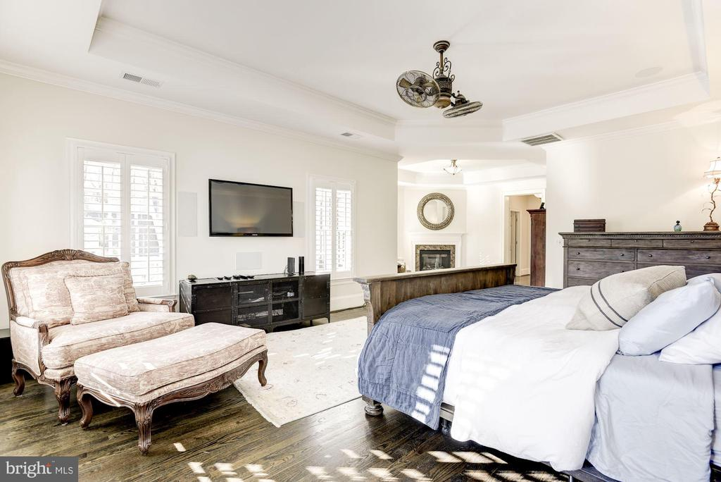 Master Bedroom and Sitting Room - 6924 RIVER OAKS DR, MCLEAN
