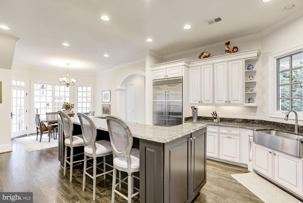 Gourmet Kitchen with Breakfast Bar - 6924 RIVER OAKS DR, MCLEAN