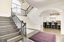 Gracious Gallery Stairway - 6924 RIVER OAKS DR, MCLEAN