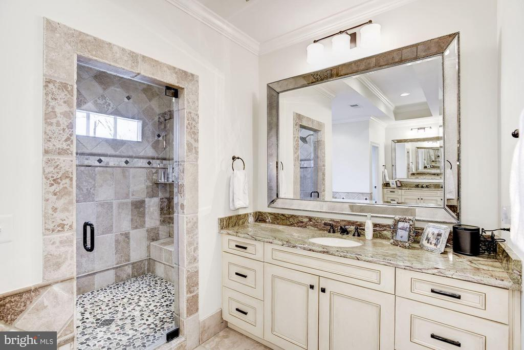 Master Bath - 6924 RIVER OAKS DR, MCLEAN