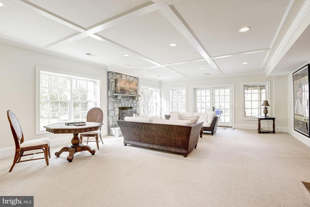Expansive Space for Entertaining - 6924 RIVER OAKS DR, MCLEAN