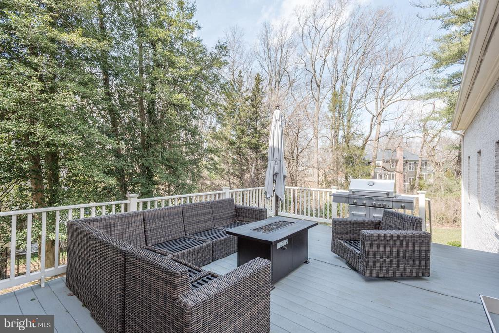 Deck with Stairs to Backyard - 6924 RIVER OAKS DR, MCLEAN
