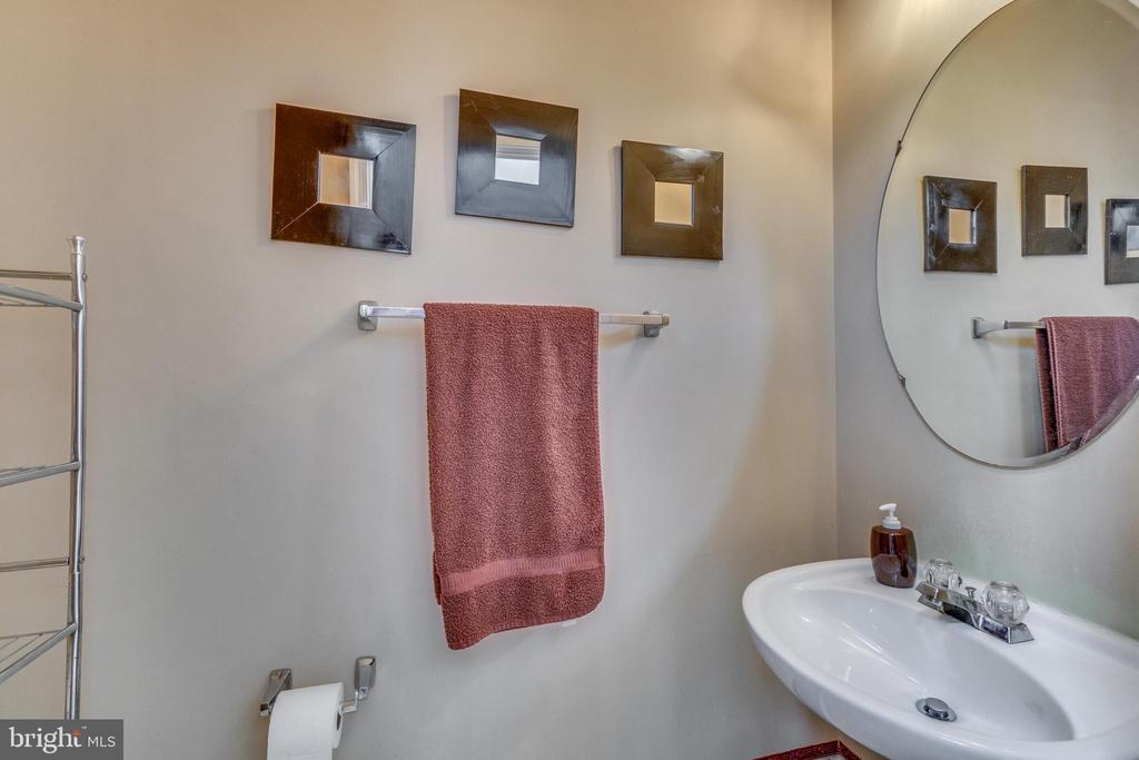 Powder Room - 12 PIERRE EMMANUEL CT, FREDERICKSBURG