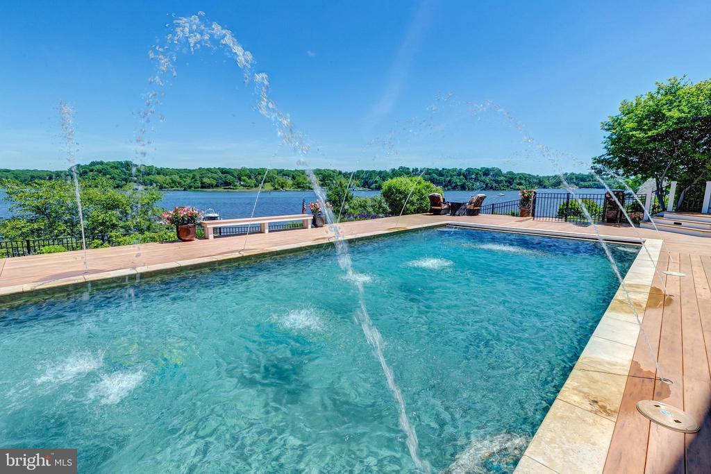 Pool Fountains - 803 COACHWAY, ANNAPOLIS