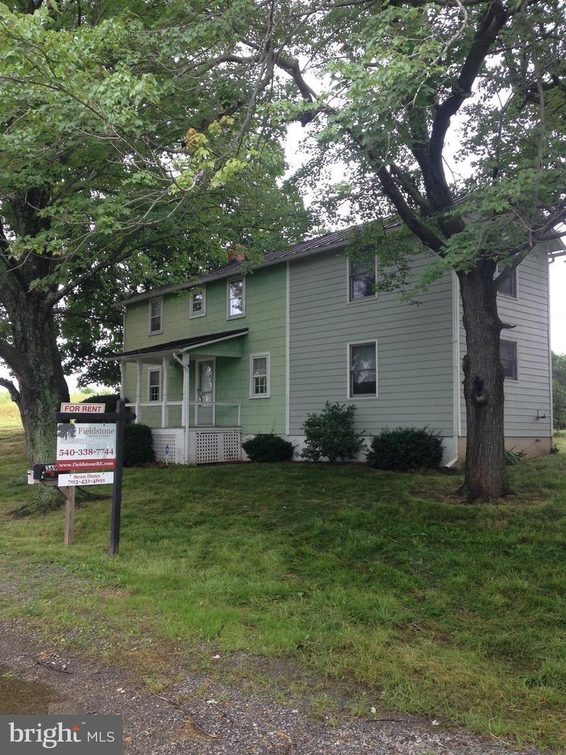 Single Family Homes voor Huren op 36950 ALLDER SCHOOL Road Purcellville, Virginia 20132 Verenigde Staten