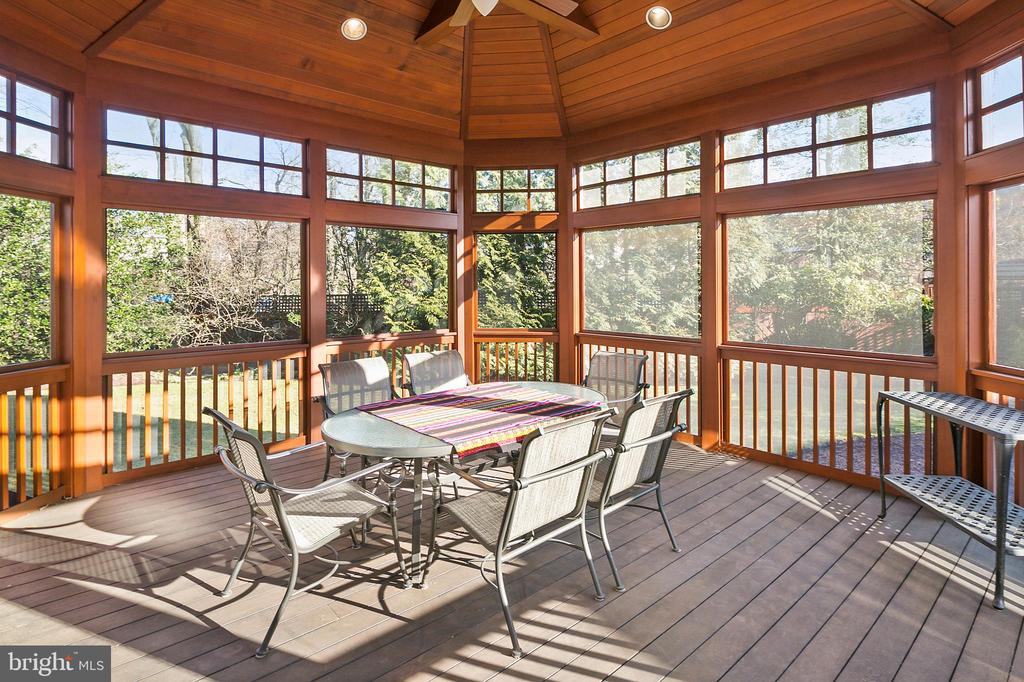 Screened Porch - 6201 POINDEXTER LN, NORTH BETHESDA