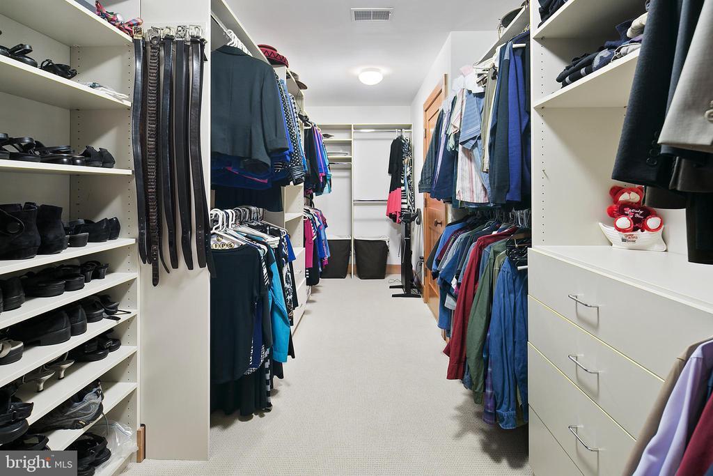Huge Walk-in Closet - 6201 POINDEXTER LN, NORTH BETHESDA