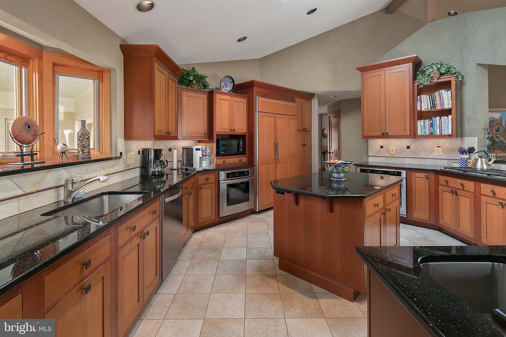 Gourmet Kitchen w/Skylights - 6201 POINDEXTER LN, NORTH BETHESDA