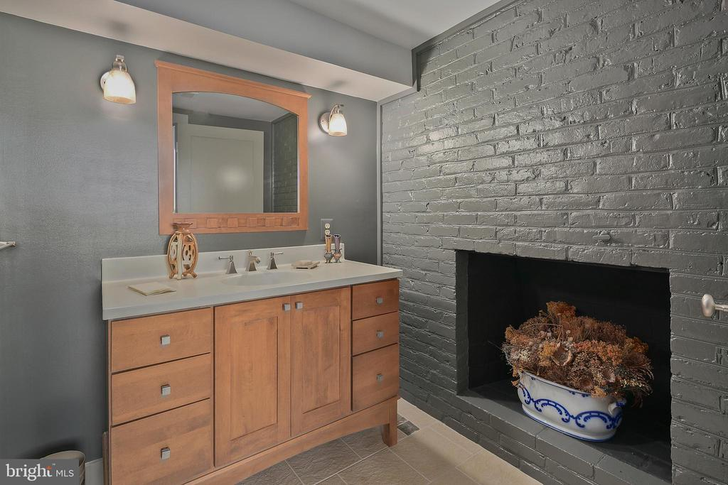 Lower Level Full Bath - 6201 POINDEXTER LN, NORTH BETHESDA