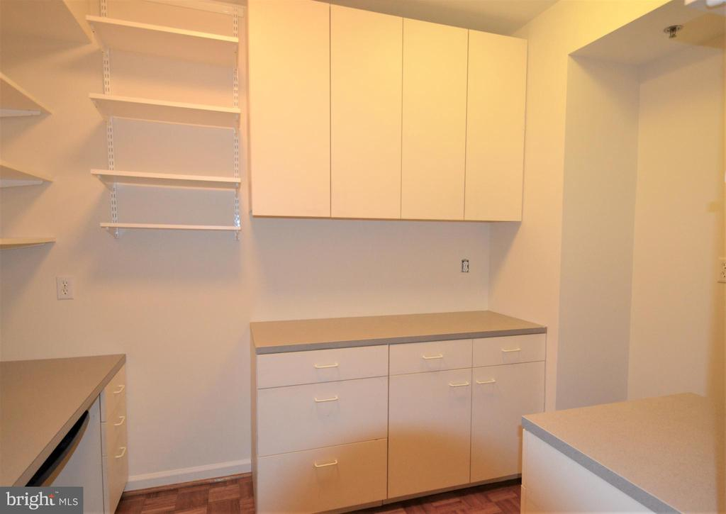 Closet/office - 5610 WISCONSIN AVE #406, CHEVY CHASE
