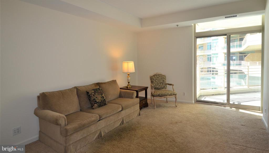 2nd bedroom with walk-in closet and bath - 5610 WISCONSIN AVE #406, CHEVY CHASE