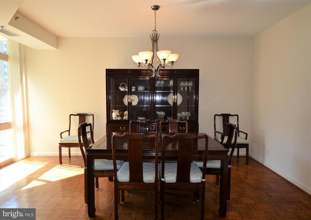 Dining room w/ sliding door to balcony - 5610 WISCONSIN AVE #406, CHEVY CHASE