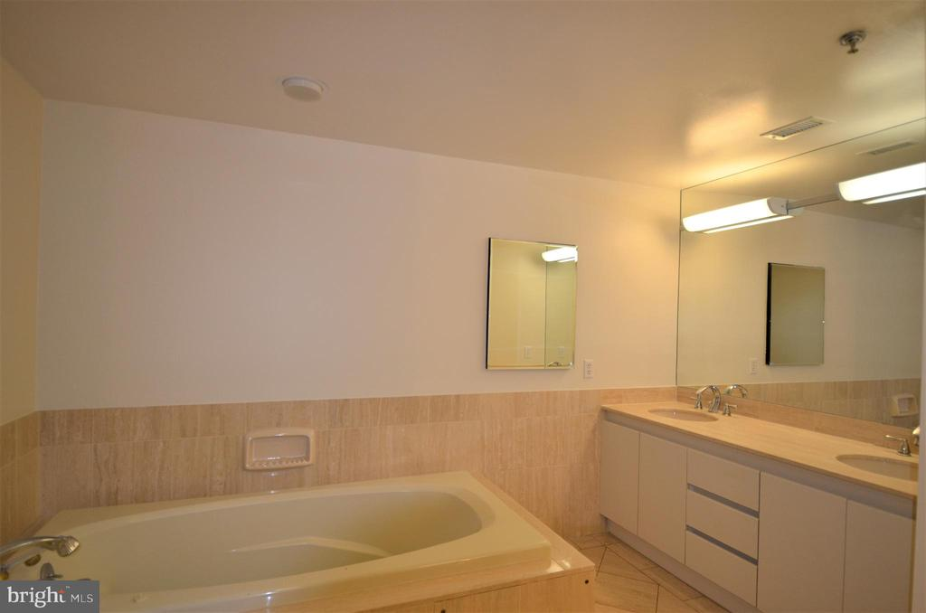 Master bath with jetted tub and dual sink vanity - 5610 WISCONSIN AVE #406, CHEVY CHASE