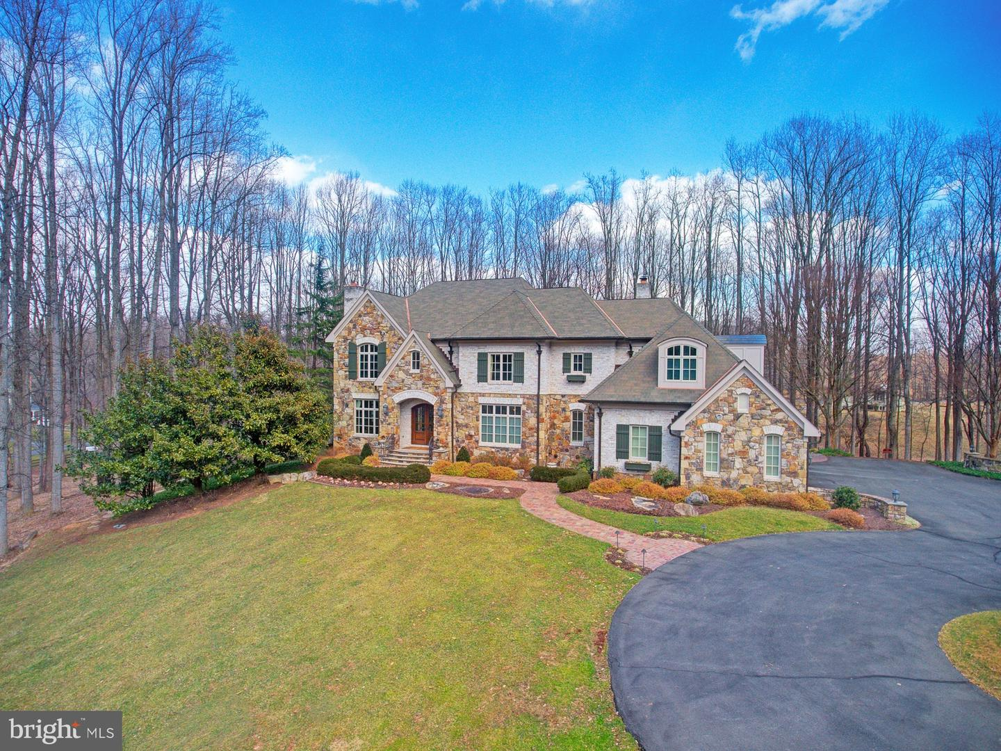 Single Family for Sale at 9998 Blackberry Ln Great Falls, Virginia 22066 United States