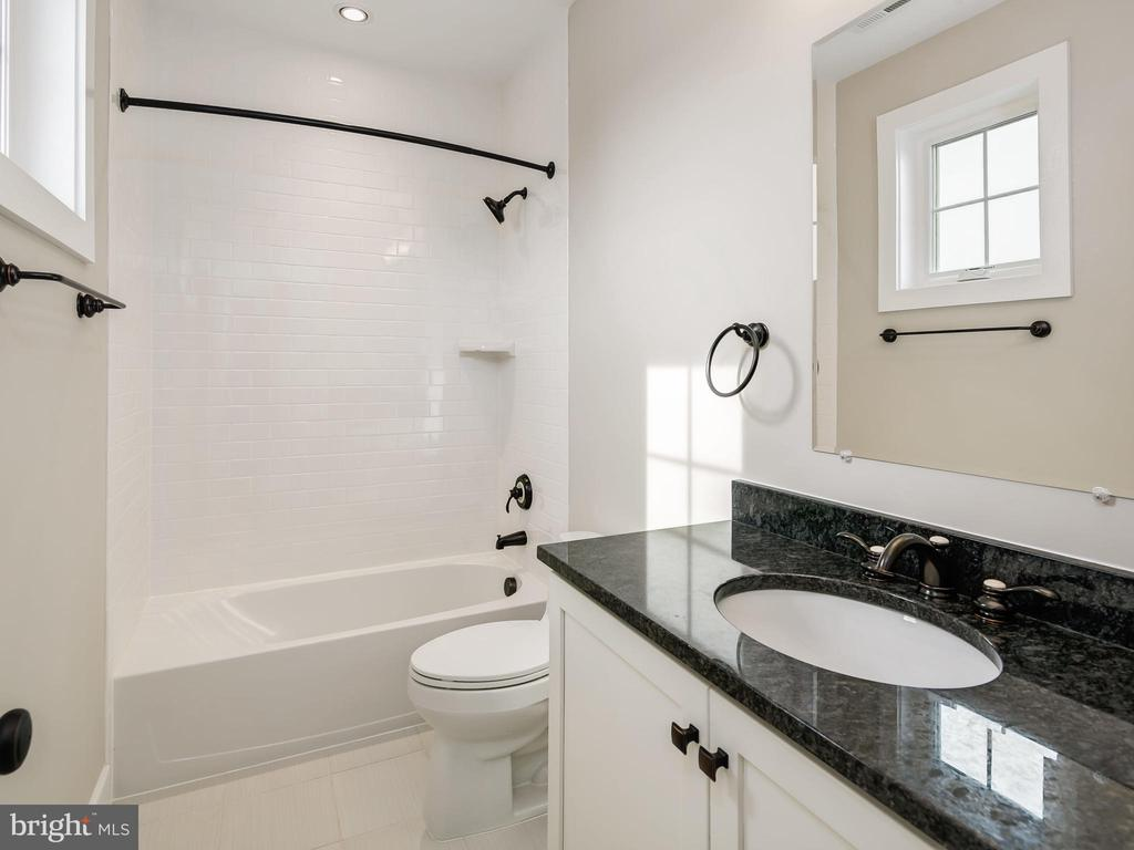 Private Full Bath in Bedroom 4 - 2817 ROSEMARY LN, FALLS CHURCH