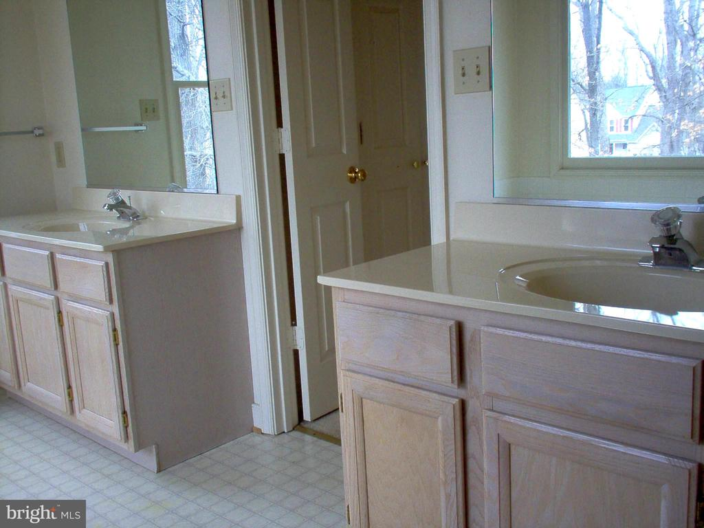 Master Bathroom with dual sinks - 5105 QUEENSBURY CIR, FREDERICKSBURG