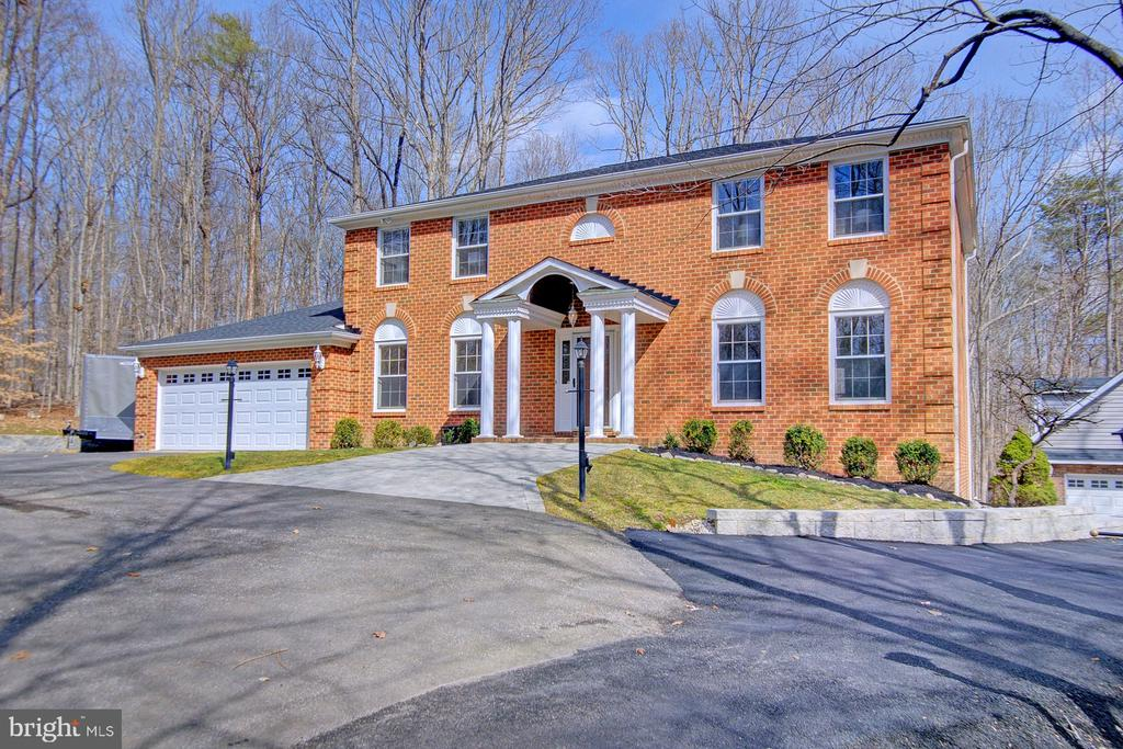 - 8001 EDDY BEND TRL, FAIRFAX STATION