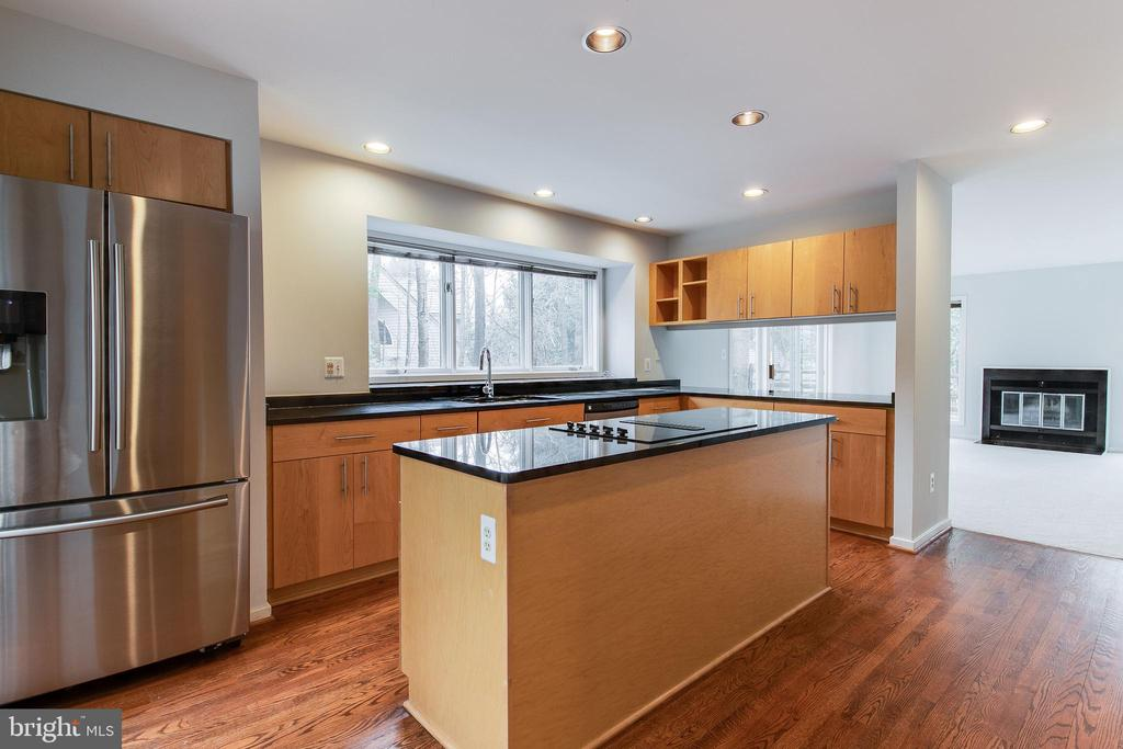 Open Concept Kitchen w/Large Island and SS Appl - 1505 N VILLAGE RD, RESTON