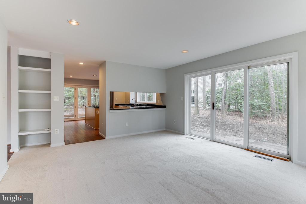 Family Room off Kitchen - 1505 N VILLAGE RD, RESTON