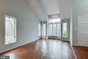 Living Room w/Vaulted Ceiling - 1505 N VILLAGE RD, RESTON