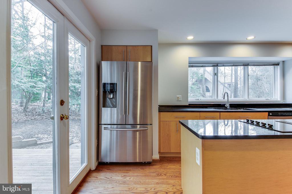 New Stainless Steel Appliances - 1505 N VILLAGE RD, RESTON